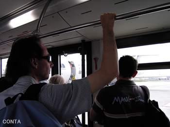 CDG バスで移動.jpg