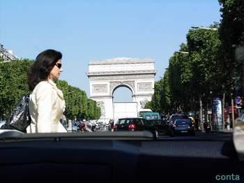パリ 帰りのタクシー シャンゼリゼ.jpg