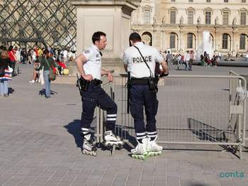 パリのお巡りさん.jpg