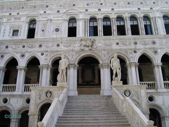 巨人の階段.jpg